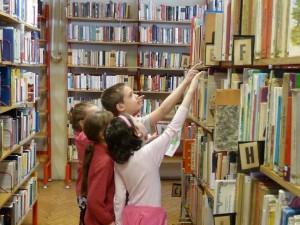 """2017. március 13. 2. osztály az  """"Aranykereső"""" könyvtári vetélkedőn"""